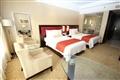 豪華客房裝潢明亮清爽,帶有現代設計風格。