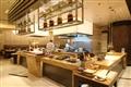 採用亞洲風尚設計的Asia Bistro提供著精緻美味的餐點。
