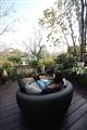 懶人椅上坐臥賞景,盡享悠閒。