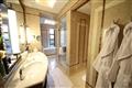 尊貴客房衛浴空間以大理石材建置,展現雅致貴氣。