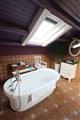 星空大床房的衛浴間內也能一邊泡澡一邊仰望星空。