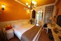 粉色系的獨立花園大床房,添有一份浪漫氣息。