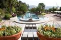 寬闊的中庭花園及戶外泳池