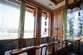 館內大型透明玻璃可以望見京杭運河景緻