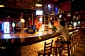 在酒吧上小酌一番