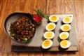 雲南辣醬佐女婿炸蛋-岳母來訪,雲南女婿獻廚藝,展地方菜餚特色。