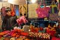 吳山夜市尼泊爾泰國私房鋪,從包件、飾品到家居擺設都有。