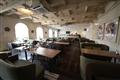 餐廳空間寬敞,分設室內、戶外、吧台等區,每區各有特色。