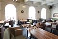 現代風的家具擺設與舊建築的環境營造,新舊的碰撞,展現無限活力。