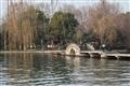 漫遊冬日西湖,空氣中飄盪著寧靜安逸。