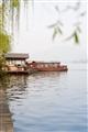 遠眺渡湖遊船
