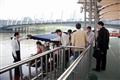 遊客搭乘運河遊船