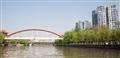 紅色拱形吊橋