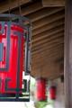屋簷下的大紅燈籠