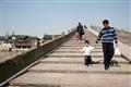 行人步行於拱宸橋
