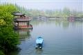 東浦橋-小船輕拂靜靜的湖面
