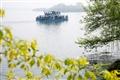 東浦橋-遊船悠悠地滑過湖面