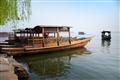 映波橋-靜靜停靠岸邊的遊船