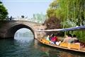 映波橋-遊船準備穿過橋下