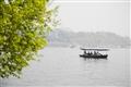 壓堤橋-小船緩緩駛過