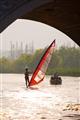 風帆船與遊船的相遇