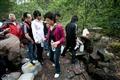 居民及遊客取用虎跑泉水