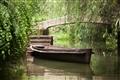 幽靜水道中的小船